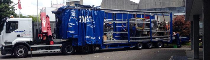 Maschinentransport: Verlad und Transport einer Spritzgussmaschine